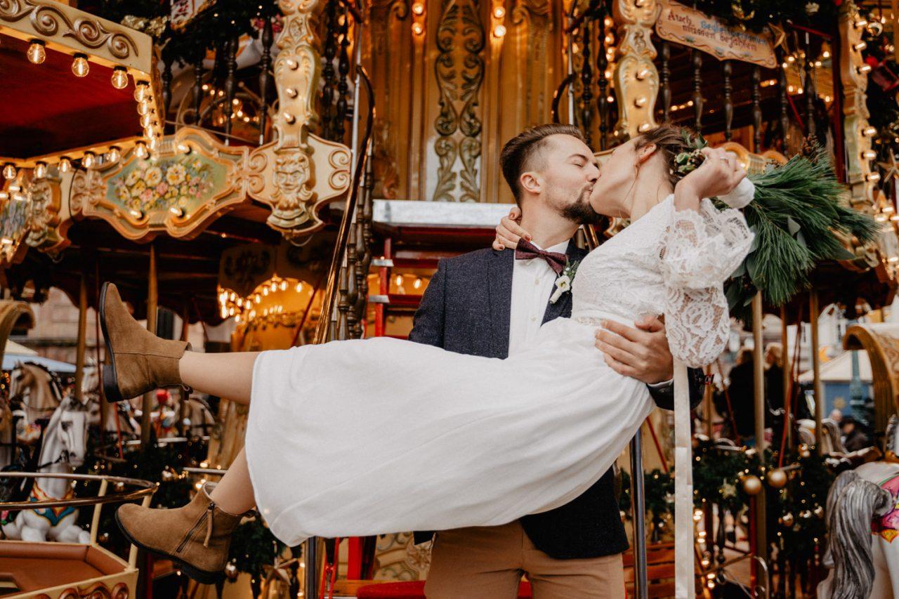 winterhochzeit Marco Palmer Photography weihnachtsmarkt